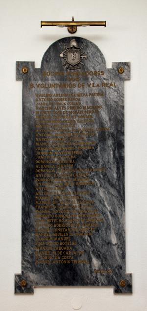 Placa dos Sócios Fundadores dos B. Voluntários de Vila Real