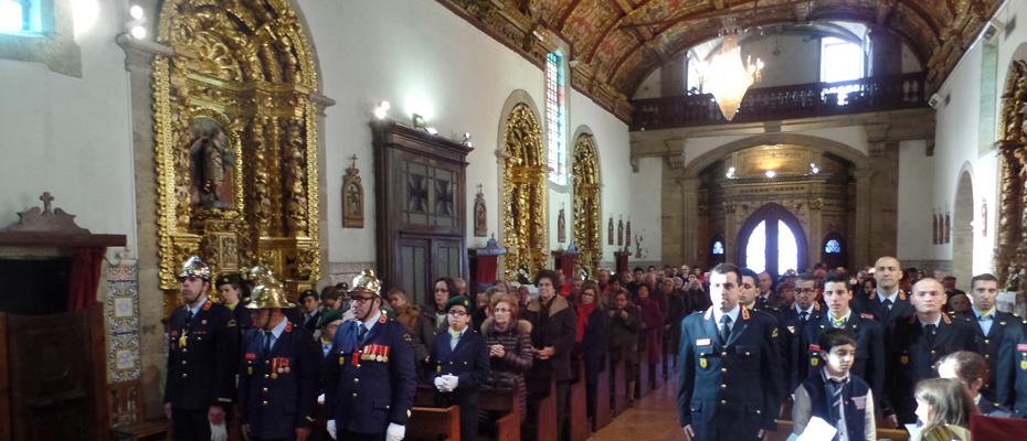 Missa Solene pelos Bombeiros e Sócios falecidos na igreja de S. Pedro.