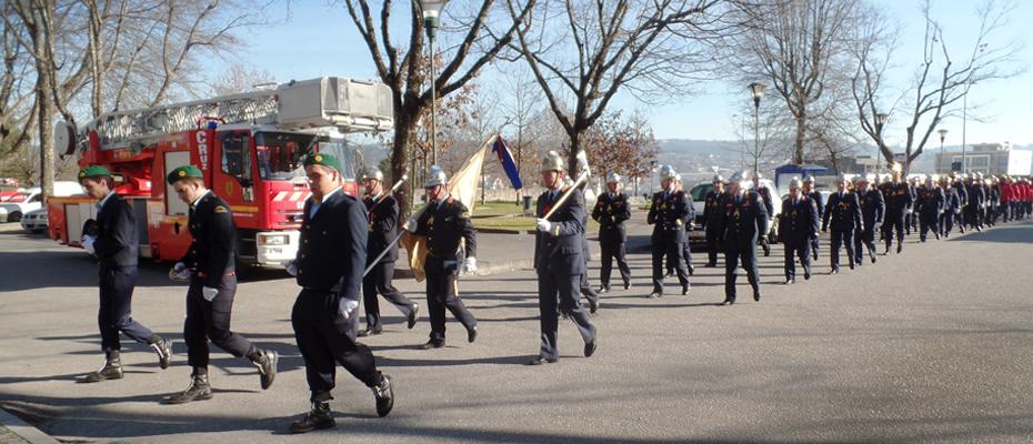 Desfile pelas ruas da cidade até ao cemitério de Santa Iria.