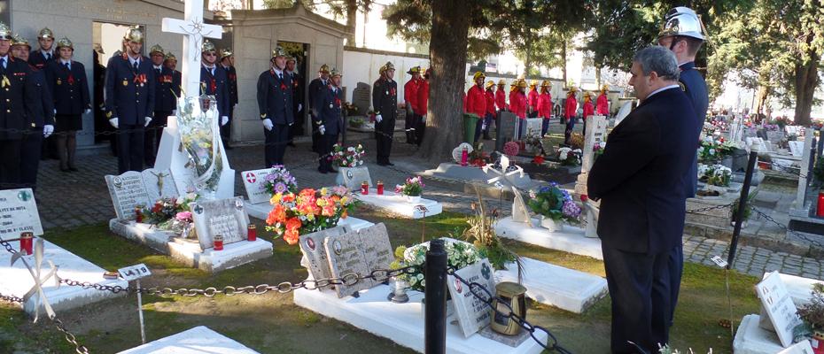 Homenagem aos Bombeiros falecidos no cemitério de Santa Iria.
