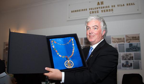 Colar de Mérito - Grau Ouro entregue Câmara Municipal de Vila Real, recebido pelo autarca Engº Rui Santos