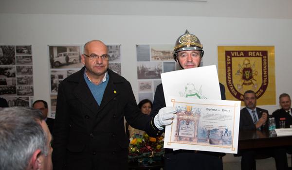 Diploma de Honra entregue ao Subchefe Fernando Veiga.