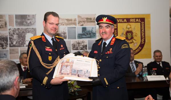 Atribuído o Diploma de Honra a Adjunto de Comando Joaquim Carvalho (à direita)
