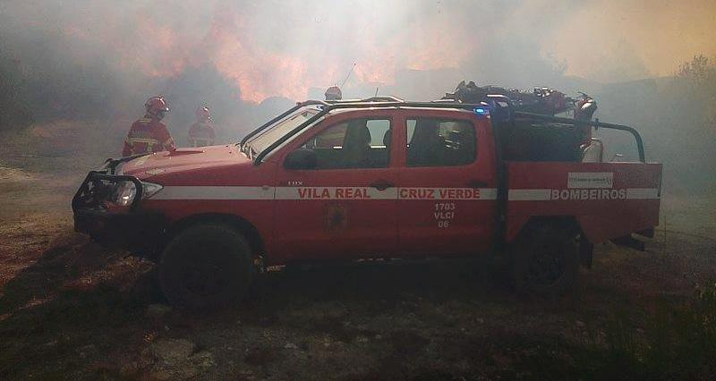 Incêndio florestal em São Bento, freguesia de São Tomé do Castelo (Vila Real).