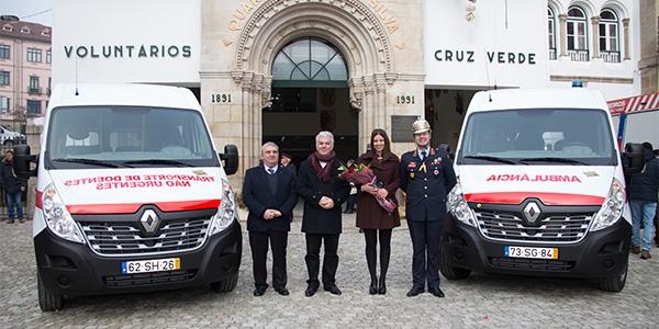 Autarca de Vila Real, Engº Rui Santos e Drª Ana Barros entre o Presidente da Direção e o Comandante da Cruz Verde
